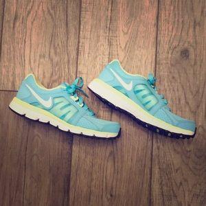 Never Worn Women's Nike Running Shoes